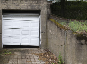 When Should Homeowners Consider a Garage Door Replacement?