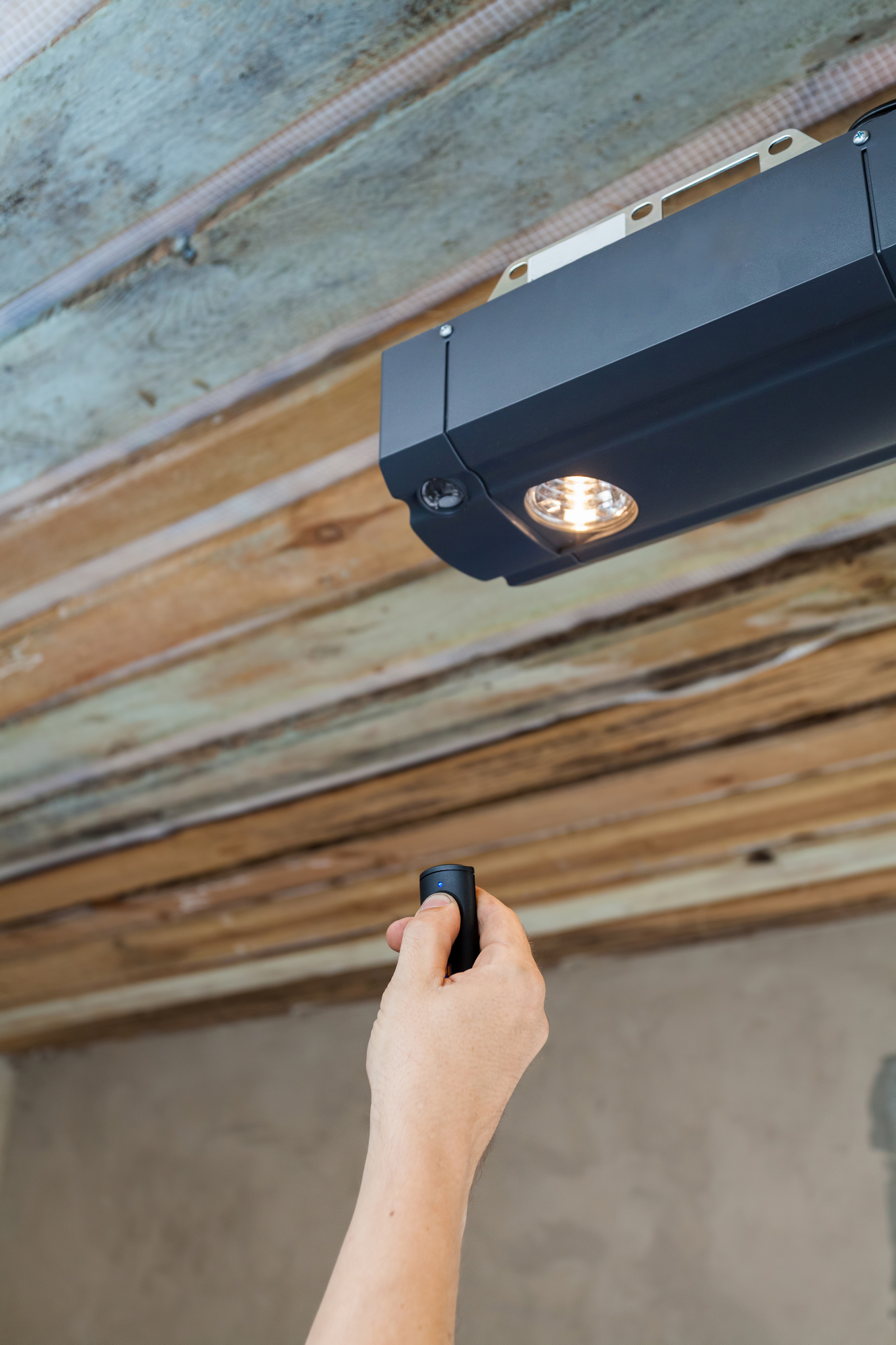 How to Avoid a Costly Garage Door Repair Expense