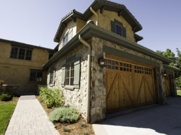 Choosing Between Garage Door Repair or a New Garage Door